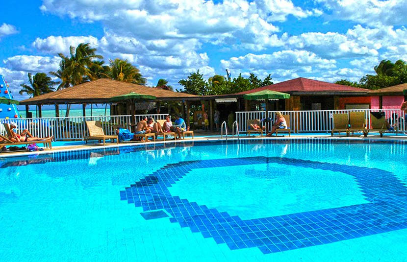 Club Cayo Guillermo Pool